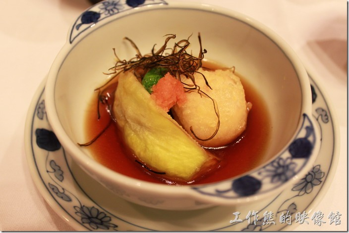 日本北九州-由布院-彩岳館。9. 揚物─就是天婦羅炸物,黃色的是茄子,圓形的是蝦子餃,上面還用了名太子點綴。