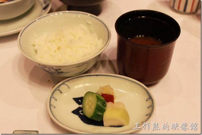 日本北九州-由布院-彩岳館。11.留椀─有香噴噴的米飯、漬物、味增湯。