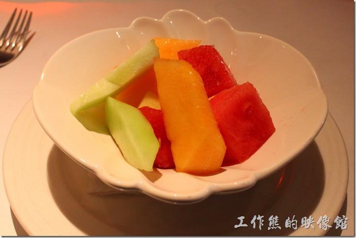 台南-西堤(Tasty)民族店。沙拉-時鮮水果沙拉。這個沙拉最適合小朋友,其他的小朋友似乎都不愛吃。