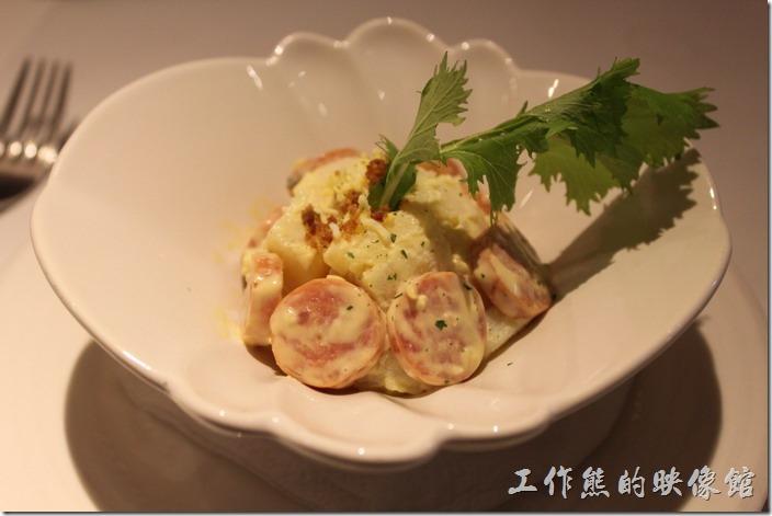 台南-西堤(Tasty)民族店。沙拉-德式香腸洋芋沙拉。