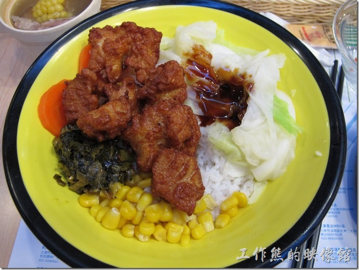 日月光廣場-吞雲小蒔。這間【吞雲小蒔】的飯菜吃起來普通而已,似乎沒有特別美味。