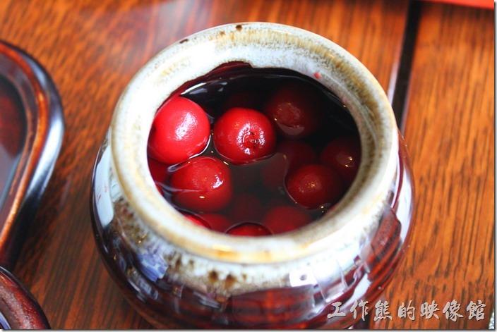 日本北九州-湯布院-彩岳館-早餐。桌上還有釀製的【酸梅】耶!