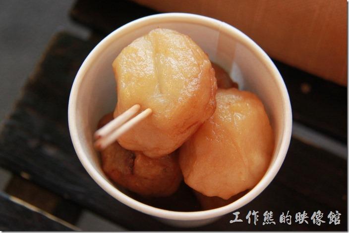 這個是花枝丸之類的東西,吃起來還好,並不是很有特色,還有不惜慣得味道。
