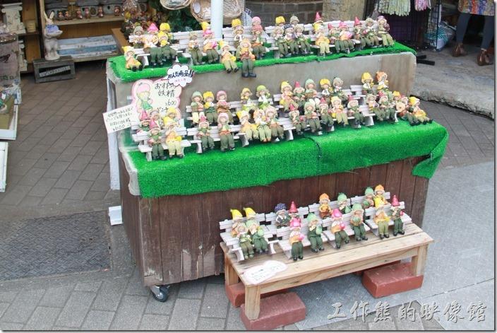 不知道這娃娃叫什麼(??妖精),但台灣很多餐廳內都有她的擺飾。