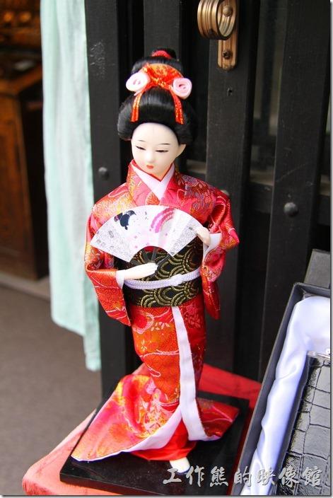 日本北九州-由布院街道。好漂亮的日本和服娃娃。