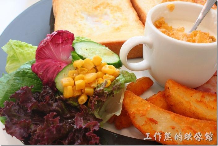 台南-看見咖啡(Vedere)早午餐。晨光早午餐的沙拉有點少,因為還有其他的菜色,所以這樣的份量還可以接受。