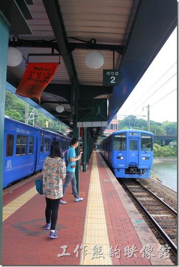 這就是我們這次搭過來豪斯登堡的火車,月台小小的,而且飄盪著豪斯登堡的旗幟。