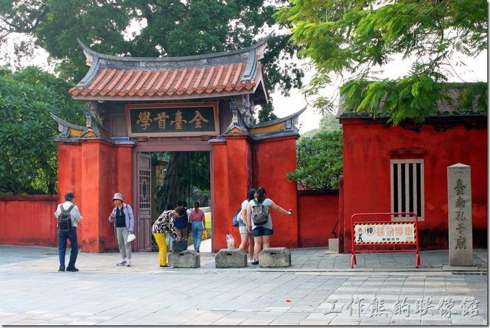 【台南孔廟】一直是台南市重要的古蹟之一,也是台南市的地標,與赤嵌樓、安平古堡(紅毛城)、億載金城、武廟、五妃廟及大天后宮都是台南市的一級古蹟。