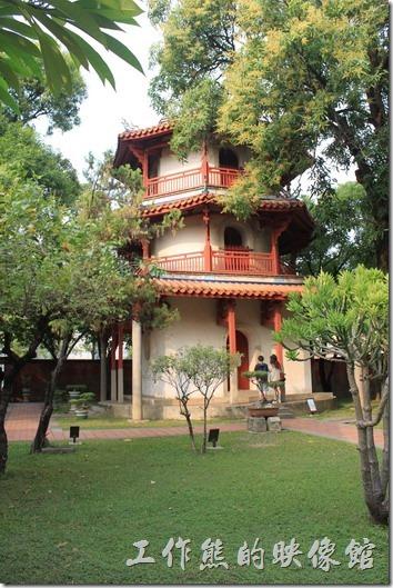全台首學台南市孔子廟東北角有一座三層樓的塔狀建築,稱為「文昌閣」,是台灣諸多孔子廟中極為特殊的建築,也是清代府城最高的建築物