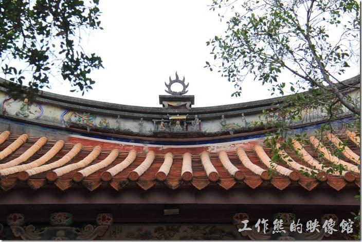 台南-孔廟。「大成門」的明間正脊上有日燄飾。