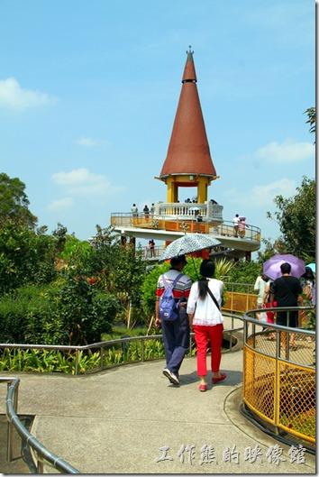 南投-天空之橋。這個錐形的高塔建築物就事後探井的所在地。