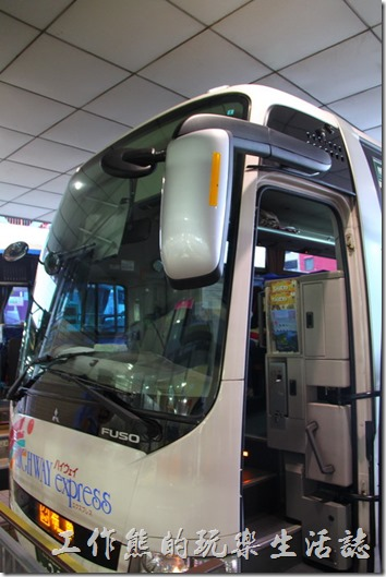 日本北九州-佐世保2博多。這就是我們搭乘的高速巴士,坐起來很舒服呢。