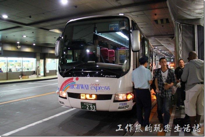日本北九州-佐世保2博多。這是「天神火車站」地下室下車的景象。