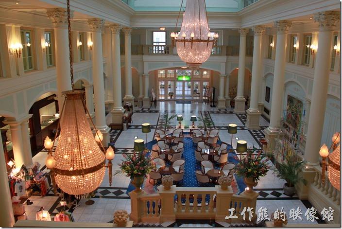 北九州-豪斯登堡-阿姆斯特丹大飯店。這個是從二樓拍攝大廳的照片,總覺得還是大廳漂亮。