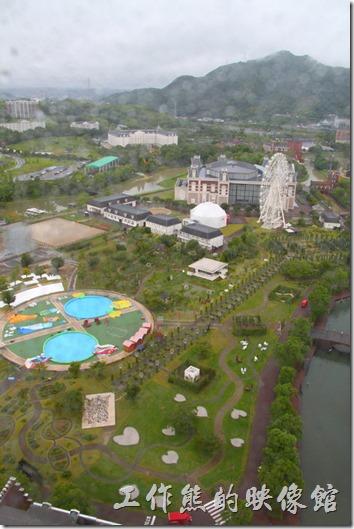 日本北九州-豪斯登堡。白天由「德姆特倫高塔」俯瞰「藝術花園」的情景,可以看到摩天輪。