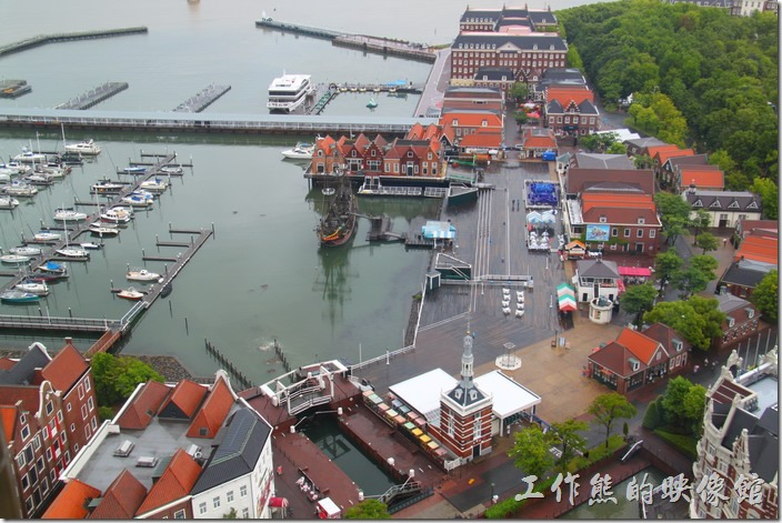 日本北九州-豪斯登堡。白天從高塔可以很清楚的看到旁邊「港口城」的情景。