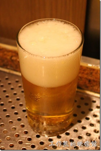 南投日月潭-雲品酒店Dinner。生啤酒在牆壁上,免費暢飲。