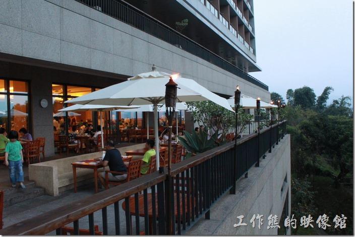 南投日月潭-雲品酒店。雲品飯店丹彤餐廳的戶外座位。