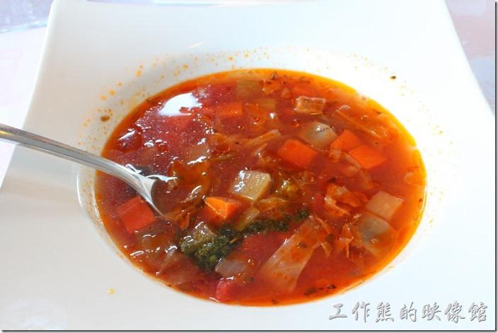 台南-瑪莉洋房(Marie's House)。番茄蔬菜濃湯,以多種蔬菜為底,適宜的番茄果酸,加上紅白蘿蔔、茄子等,讓人味覺大開。