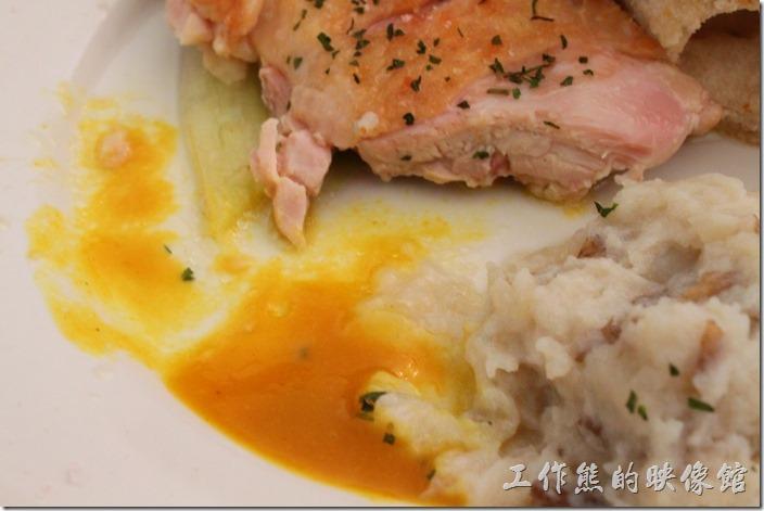 台南-晚起餐館(getlate)。雞腿排記得一定要沾這個蜂蜜芥末醬,否則吃起來沒甚感覺。