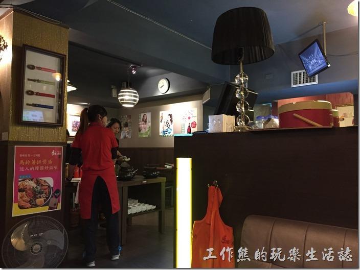 台北-紅通通韓國平價料理。紅通通的餐廳內部裝潢一隅。