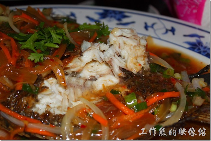 墾丁-迪迪小吃南洋菜。泰式酸辣魚的魚肉稍微有點老,吃起來還好而已。