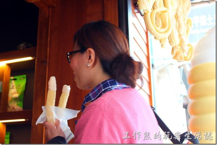 台南-安平老街。勾勾冰淇淋。