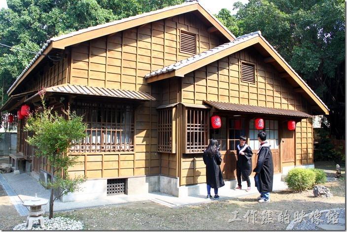 台南-台鹽日式宿舍。畢業季節快到了,當天有許多學生選擇來這裡拍畢業學士照。