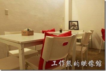 台南-沛里歐咖啡館。餐廳二樓的景致。