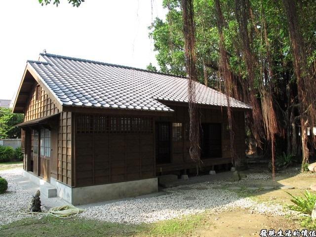 台南-台鹽宿舍。老榕樹的氣根幾乎都快要及地了,可見已有一定的歲數。