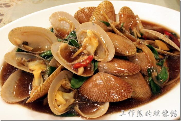 東港-國珍海產店。炒海瓜子。這海瓜子似乎有點小顆,吃不太到肉,而且還加了蠔油,有點不太習慣。