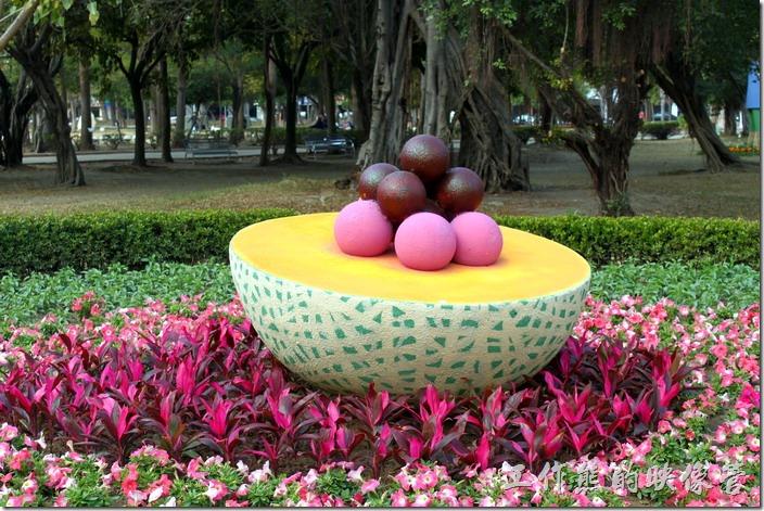 台南-2015百花祭。夢幻芒果冰、哈密瓜水果冰。台南的冰果店的人氣商品-芒果冰、水果冰與冰淇淋甜點,營造幸福的夢幻氣氛。