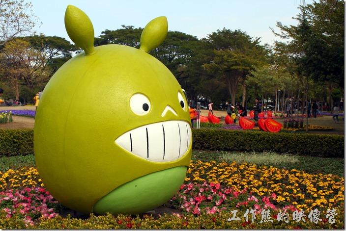 台南-2015百花祭。柚子傳喜氣。柚子做成的熊貓造型,以台南麻豆柚子化身可愛的熊貓公仔,成為春節水萍溫公園吸晴的焦點。