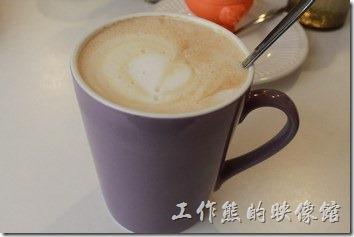 台南-沛里歐咖啡館。熱拿鐵咖啡,喝起來比較像咖啡牛奶。