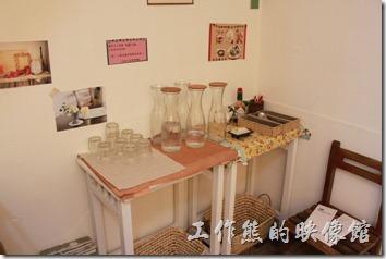 台南-Season_Cafe17,餐具及白開水自助區。