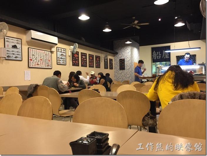 台北南港船屋店內的景象。