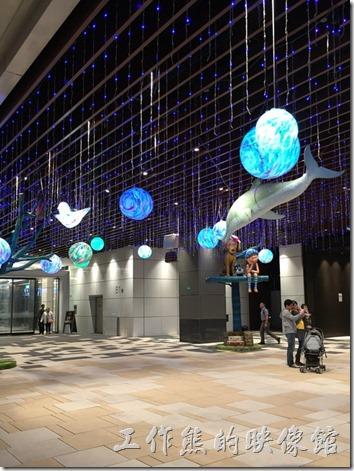 CITILINK南港店的玄關處為幾米吹泡泡的主要展覽點。
