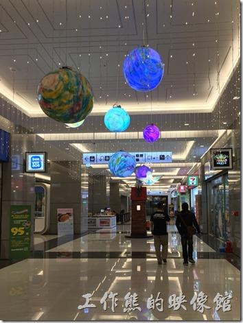 CITYLINK南港店大樓一樓的幾米吹泡泡展場。