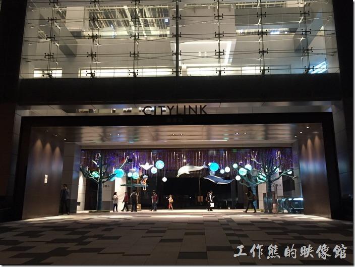 CITYLINK南港店大樓一樓的入口有幾米吹泡泡展。