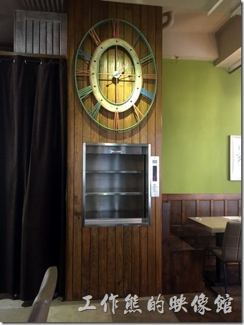 235巷義大利麵台南站前店的店內裝潢。