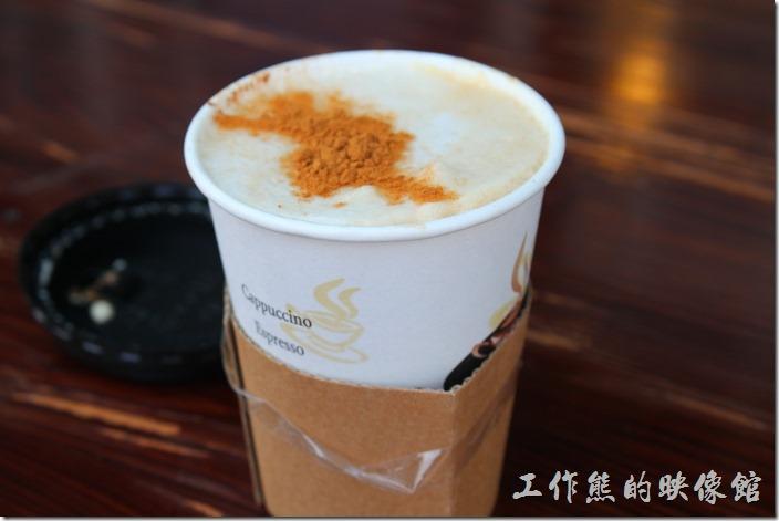台南-台灣咖啡文化館。我們點了一杯熱的卡布其諾,NT$95。咖啡喝起來並沒有很特別的咖啡香味。