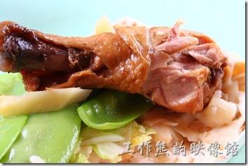 雅湖山莊的滷雞腿真的很好吃,一口咬下就想再多咬幾口,還有茶梅以及紅豆枝麵筋。