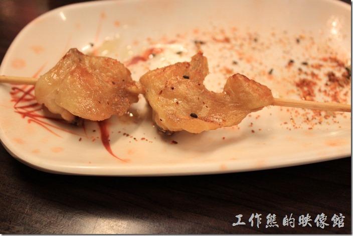台南-朋友居酒屋。要了七味粉灑在雞屁股上,終於有像在吃燒烤的感覺了。