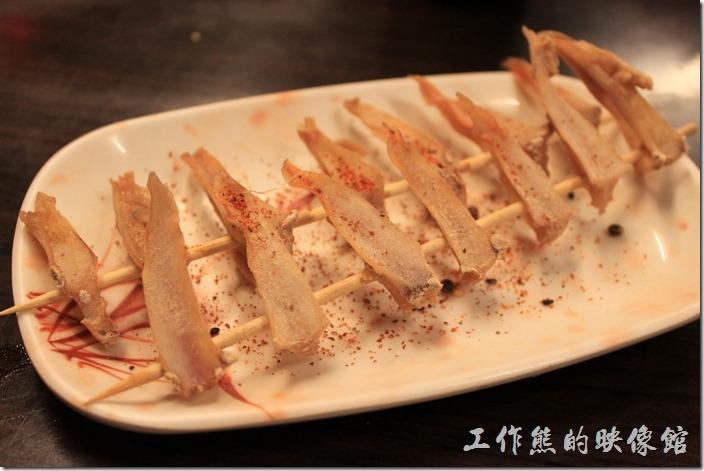 台南-朋友居酒屋。雞軟骨,一串 NT70。不便宜啊!剛端出來上面灑有胡椒粉,還是不夠味道。