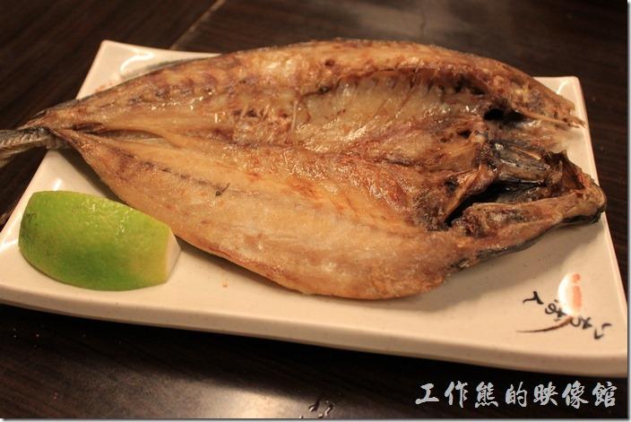 台南-朋友居酒屋。竹筴魚(一夜干)NT150元。美味一級棒,推薦這裡的竹筴魚,肉質鮮美,不會乾乾硬硬的,有一定的水準。