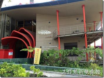台南成功大學(力行校區)。當初工作熊會逛進「力行校區」完全式因為來參觀這棟有環保綠建築稱號的「綠色魔法學校」的關係。
