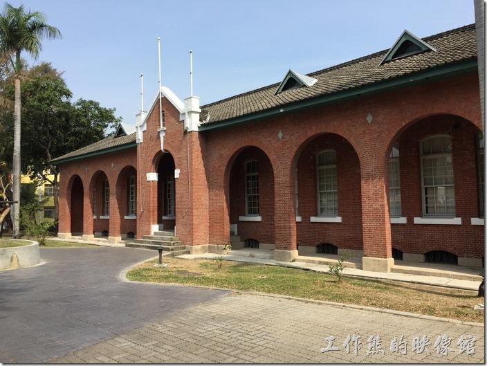 原台南衛戍病院的日式舊建築,現為台南市定古蹟,建成於西元1917年。光復後轉為國軍804醫院。這也是謂何這裡有靈異傳說的開端。