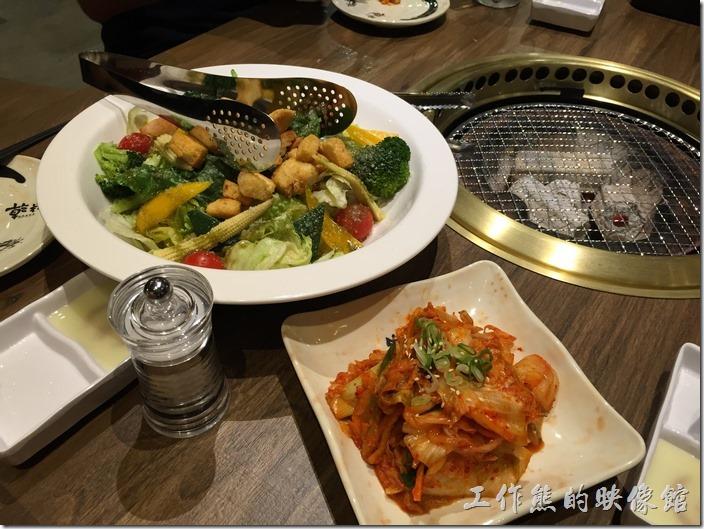 台北南港-乾杯燒烤。手工自製泡菜,NT60。這泡菜真的很好吃。