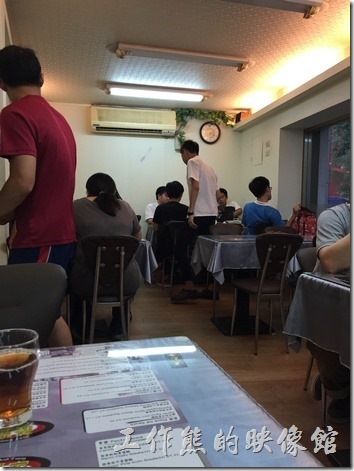 台北南港「義饗家」義大利麵的外觀及店內景緻。
