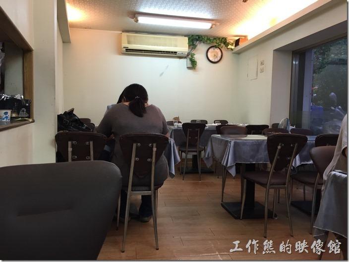 台北南港「義饗家」義大利麵店內景緻。